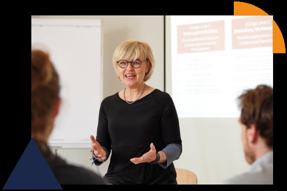 Dr. Annette Bruce bringt das Thema der Implementierung ihren Kunden näher